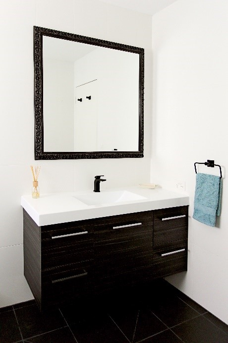 Bathroom Design Guidelines make your small bathroom look larger
