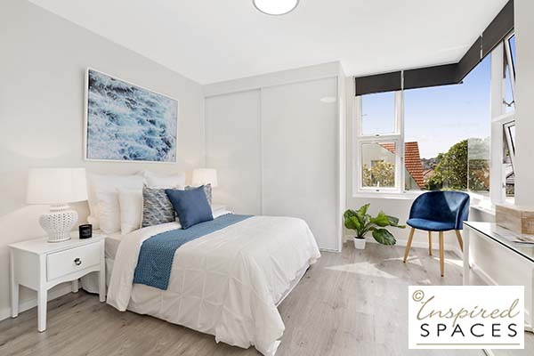 A casual and crisp master bedroom close to the beach
