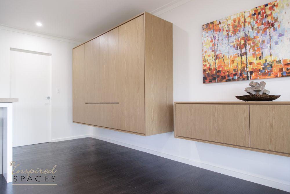 Custom pantry in Polytec