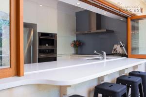 Indoor / outdoor Kitchen bench
