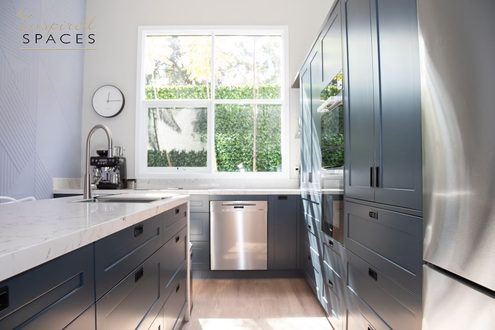 Shaker kitchen with blue cabinets