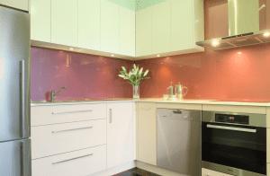 Modern-Kitchen design with glass splashback